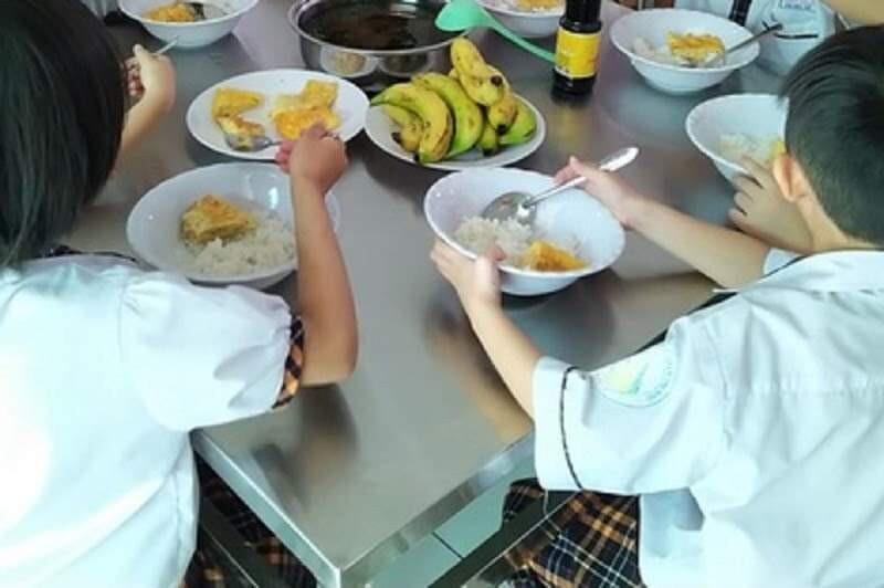 Lãnh đạo Phòng GD-ĐT và Ban Giám hiệu trường xin lỗi vì suất ăn bán trú của học sinh
