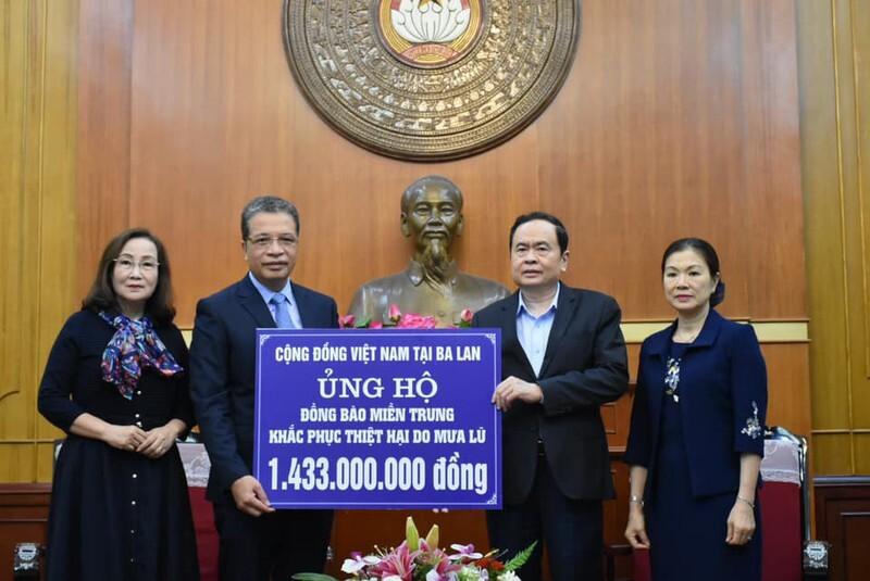 Kiều bào quyên góp gần 12 tỷ đồng ủng hộ người dân vùng lũ miền Trung