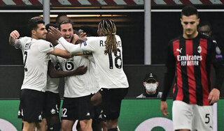 Kết quả bóng đá Europa League: AC Milan thảm bại trên sân nhà