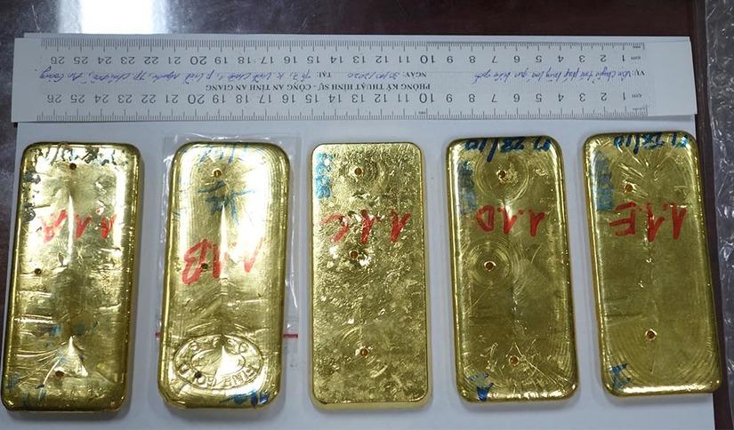 Khởi tố 4 bị can trong đường dây vận chuyển 51kg vàng 9999
