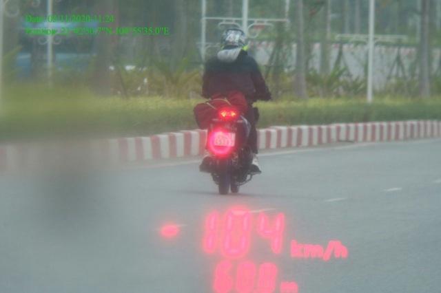 Thanh niên 18 tuổi phóng xe 104km/giờ, cố tình tông CSGT