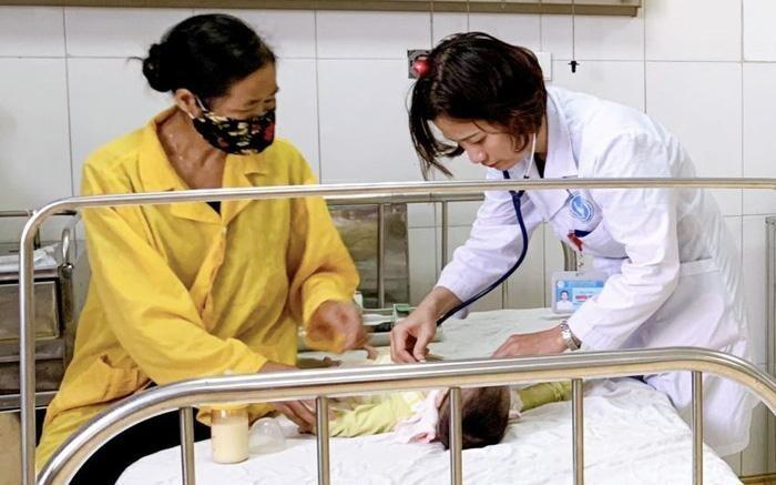 Bé 11 tháng tuổi nhập viện cấp cứu do ngộ độc thuốc nhỏ mũi