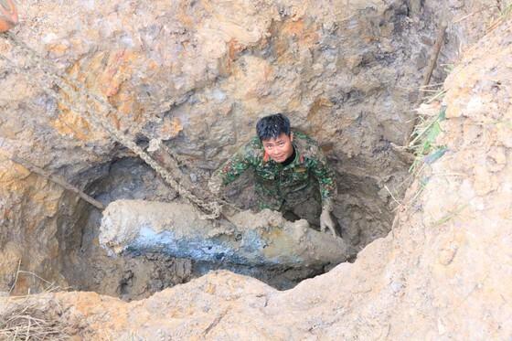 Hủy nổ thành công hai quả bom 'khủng' sau mưa lũ ở Hà Tĩnh