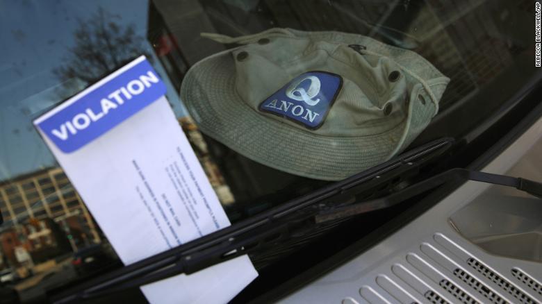 Bầu cử Mỹ: Phát hiện xe tải chất đầy phiếu bầu giả và nhiều súng ngắn