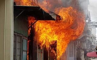 Nhà bốc cháy khi bố mẹ đi vắng, 2 bé ở nhà tử vong thương tâm