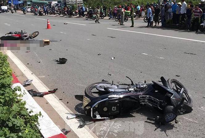 Xe máy chạy tốc độ cao gây tai nạn khiến 3 người thương vong