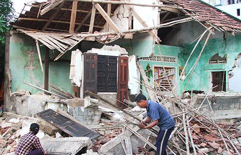 Thủ tục nhận tiền hỗ trợ nhà bị sập do thiên tai, bão lũ