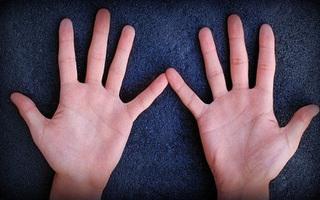 5 đặc điểm bàn tay dự báo cuộc đời vất vả, khó tụ tài, công danh mờ nhạt