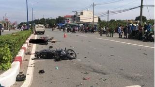 Tin tức tai nạn giao thông ngày 9/11: Xe máy tông nhau giữa ngã tư, 3 người thương vong