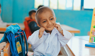 Những hình ảnh không thể nào quên của cậu bé tí hon K'rể với nụ cười luôn nở trên môi