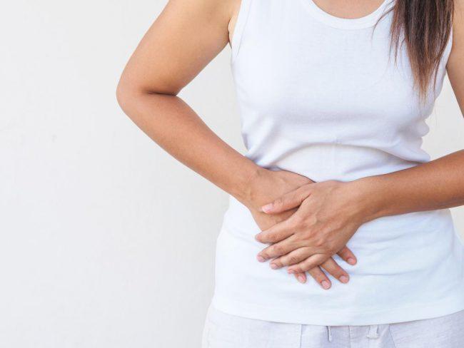 Đi khám do đau bụng, người phụ nữ phát hiện thứ này đâm xuyên dạ dày