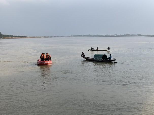 Sau 2 ngày tìm kiếm, tìm thấy thi thể thanh niên nhảy sông Lam tự tử