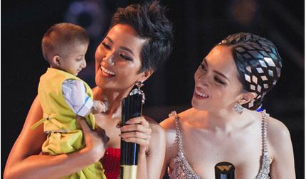 Hoa hậu H'Hen Niê đau lòng khi nghe tin 'cậu bé tí hon' truyền cảm hứng K'rể qua đời