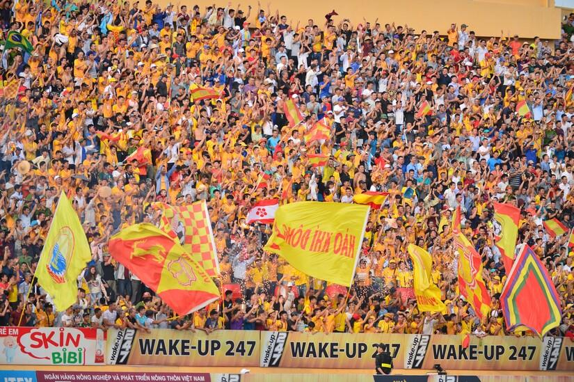 CĐV Nam Định gây ấn tượng mạnh ở V.League 2020