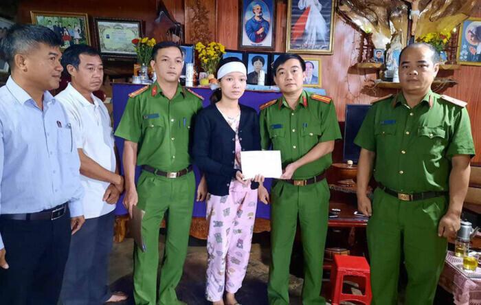 Vợ nạn nhân thủy điện Rào Trăng 3 đã nhận lại 100 triệu đồng bị đối tượng lạ mặt lừa