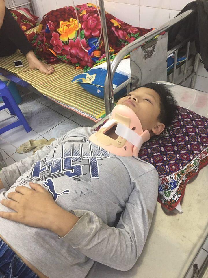Một học sinh tiểu học ở Hưng Yên bị đánh chấn thương đốt sống cổ