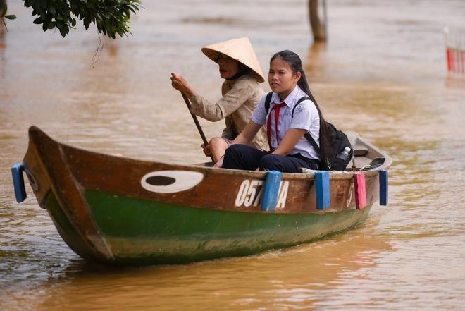 Học sinh toàn tỉnh Khánh Hòa và Ninh Thuận nghỉ học phòng tránh mưa lũ