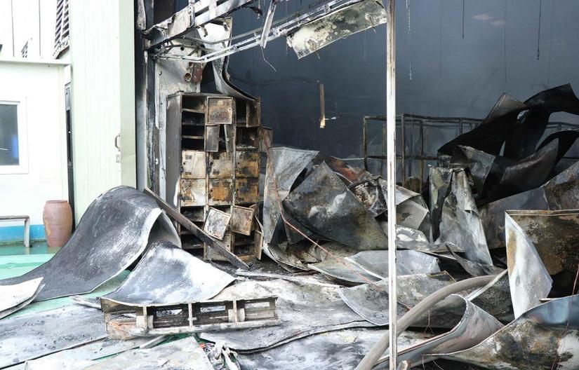 Nhà xưởng khu công nghiệp cháy rụi trong đêm, ít nhất 3 người bị thương