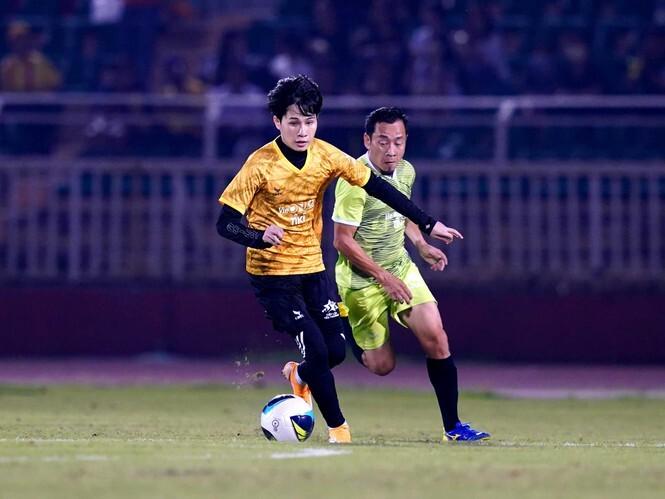 Ca sỹ Jack ghi bàn chiến thắng đội Quang Hải trong trận thi đấu giao hữu