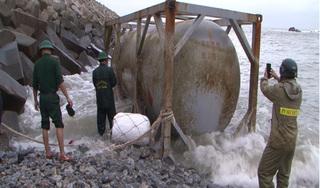 Tiếp tục phát hiện bồn hóa chất in chữ Trung Quốc dạt vào bờ biển