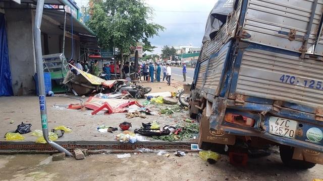 Tài xế xe tải cố tình tông 3 chiếc xe, gây tại nạn thảm khốc khiến 6 người tử vong