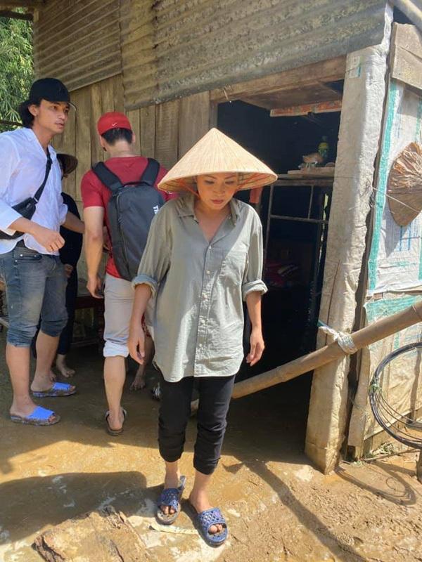 Ca sĩ Phương Thanh bị phát hiện không làm từ thiện ở Quảng Ngãi
