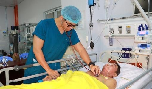 Người đàn ông suýt mất hai chân sau cơn đau nhức bất ngờ
