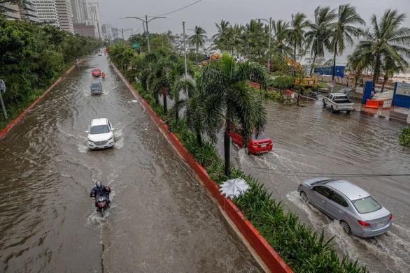 Bão số Vamco càn quét Philippines, khiến hàng chục ngàn ngôi nhà chìm trong biển nước