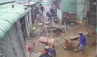 Sập giàn giáo công trình, 3 công nhân rơi từ tầng 2 xuống đất