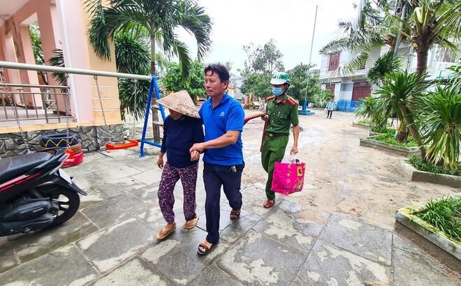 Các tỉnh miền Trung sơ tán hàng trăm nghìn người dân, khẩn trương ứng phó bão số 13
