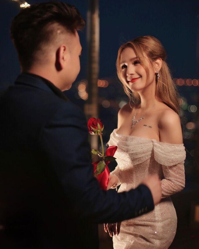 Streamer đình đám Xemesis chính thức cưới Xoài Non
