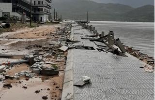 Bão số 13 đổ bộ, miền Trung thiệt hại nặng nề