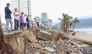 Bờ kè, vỉa hè ở Đà Nẵng bị sóng đánh tan hoang