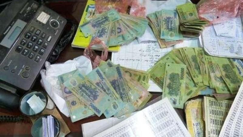 Thua tiền cờ bạc, nhân viên tư vấn bất động sản làm giả giấy tờ chiếm đoạt hàng tỷ đồng