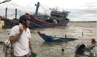 Hàng chục tàu, thuyền ở Huế bị sóng đánh chìm do bão