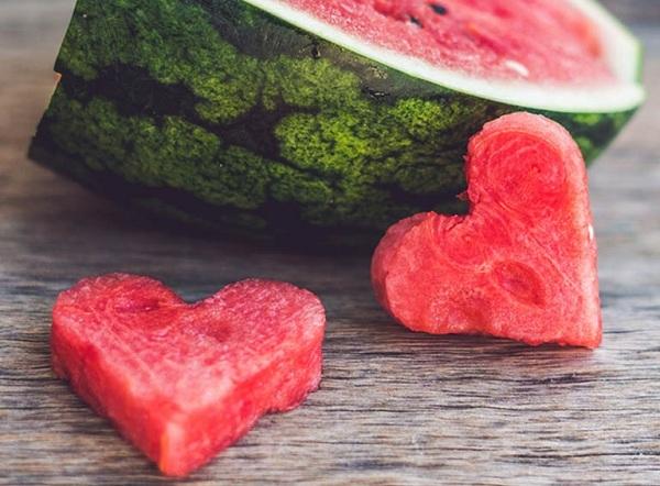 Nửa quả dưa hấu nhìn thấu lòng người