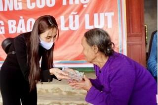 Dành tiền hỗ trợ người dân, Thủy Tiên giảm số nhà chống lũ từ 10 xuống 8