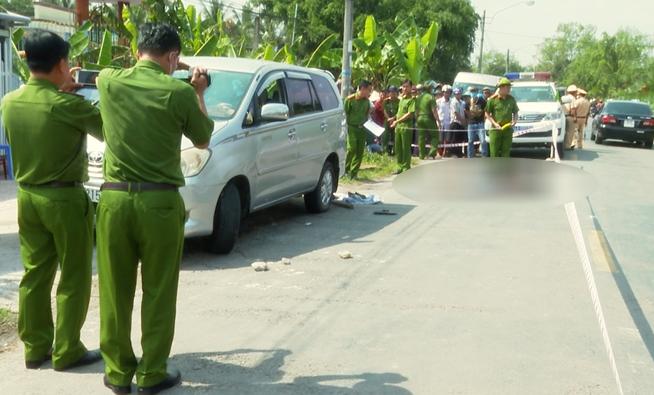 Giải cứu vợ bị ép lên ô tô, chồng đâm 3 người thương vong