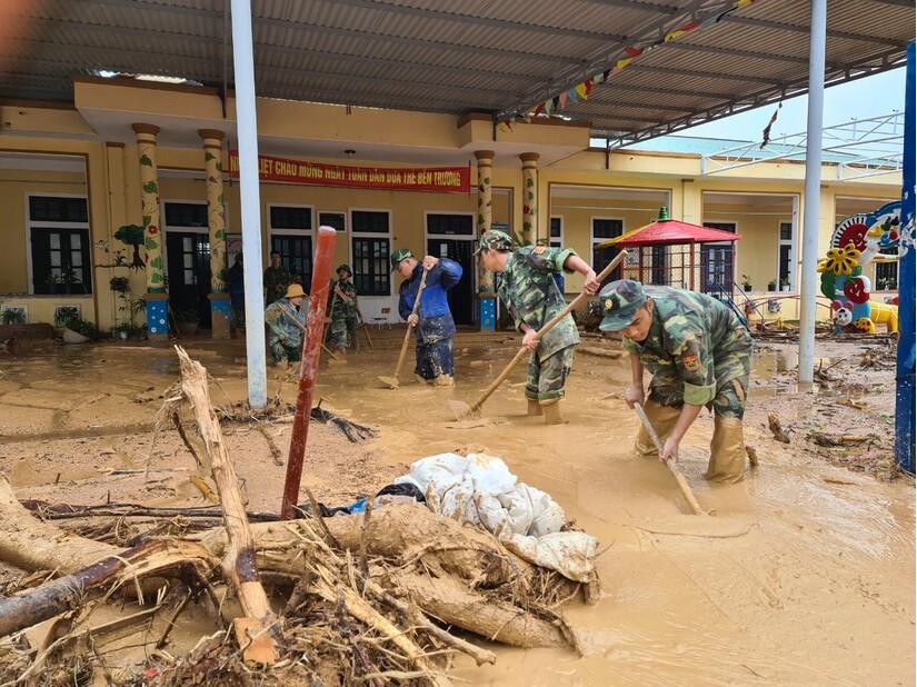 Nhiều trường học tại Quảng Bình và Thừa Thiên Huế hư hỏng nặng sau bão số 13
