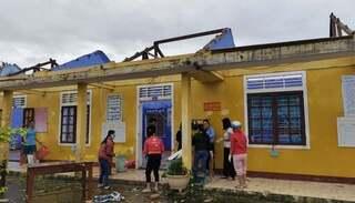 Nhiều trường học tại Quảng Bình và Thừa Thiên Huế hư hỏng sau bão số 13