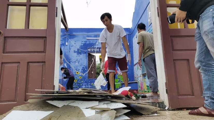 Nhiều trường học tại Quảng Bình và Thừa Thiên Huế hư hỏng nặng sau bão số 13.2