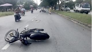 Trung tá CSGT bị thanh niên 17 tuổi đi xe máy tông gãy tay chân