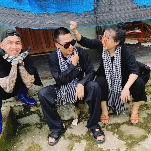 Quán quân Rap Việt - Dế Choắt cùng Wowy có mặt ở Quảng Ngãi cứu trợ bà con