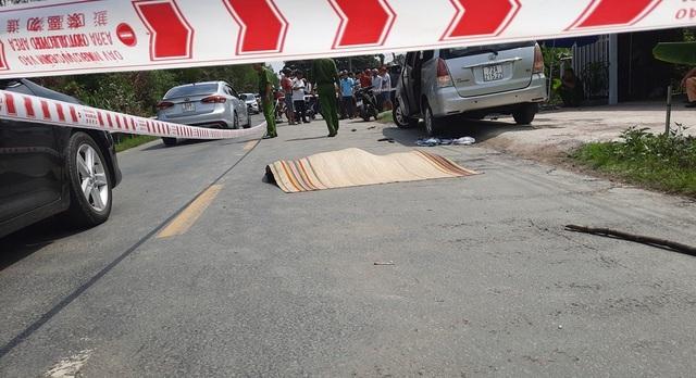 Tình tiết bất ngờ vụ chồng đâm chết người để cứu vợ bị ép lên ô tô