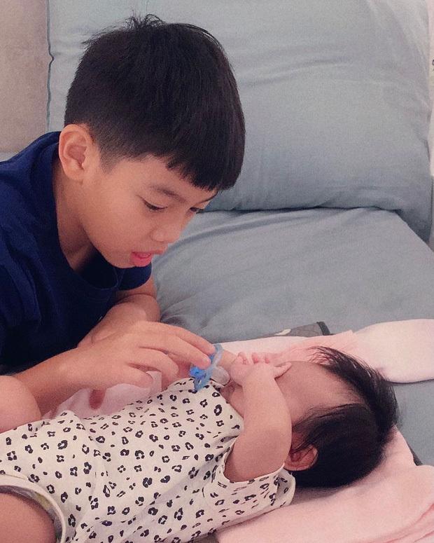 Cường Đô La khoe ảnh Subeo ru em gái ngủ, Đàm Thu Trang tiết lộ cực dễ thương