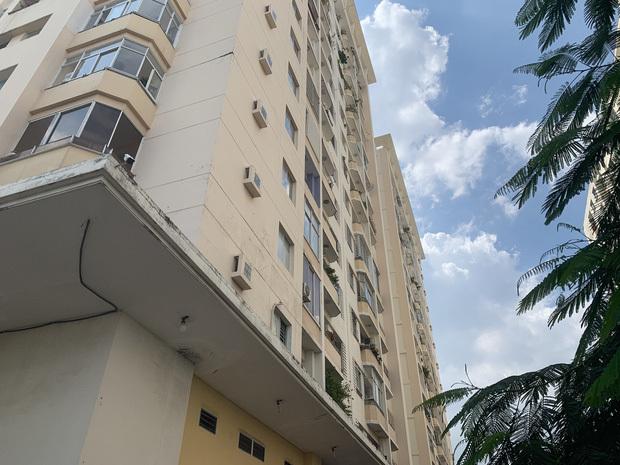 Người phụ nữ 78 tuổi nghi rơi từ tầng 10 chung cư xuống đất