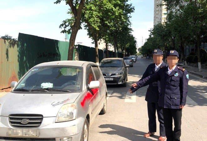 Khởi tố nhóm bảo vệ xịt sơn đỏ ô tô đỗ sau chung cư