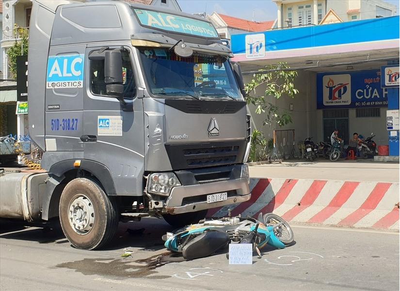 Xe ôm va chạm với xe bồn chở gas, tài xế tử vong thương tâm
