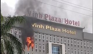 Khách sạn Vinh Plaza cháy lớn, nhiều đồ đạc bị thiêu rụi