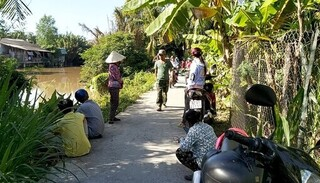 Phát hiện thi thể người đàn ông đang phân hủy trôi trên sông